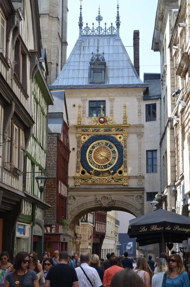 rouen-le-gros-horloge-01-678x1024